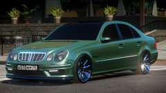 Mercedes Benz E55 W211